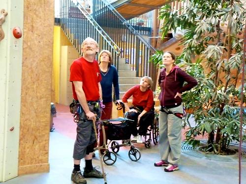 Falko, Petra, Claudia und Tina bestaunen Caro%27s Leistung in der Wand © Deutscher Alpenverein Sektion Rheinland-Köln