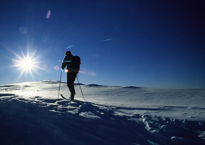 [167] Skitourengeher im Gegenlicht ©Herbert Raffalt © Deutscher Alpenverein Sektion Rheinland-Köln