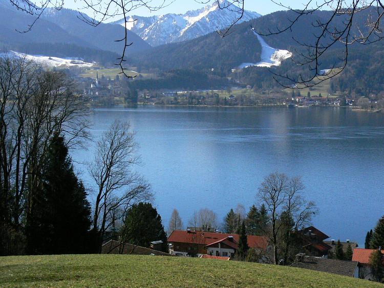 Ruhig liegt der Tegernsee; (C) G%C3%BCnther Schad/pixelio.de © Deutscher Alpenverein Sektion Rheinland-Köln